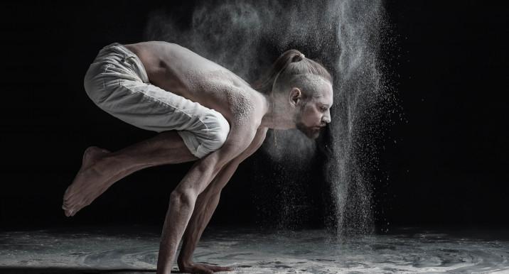 Что дает йога мужчине: 7 причин начать практику